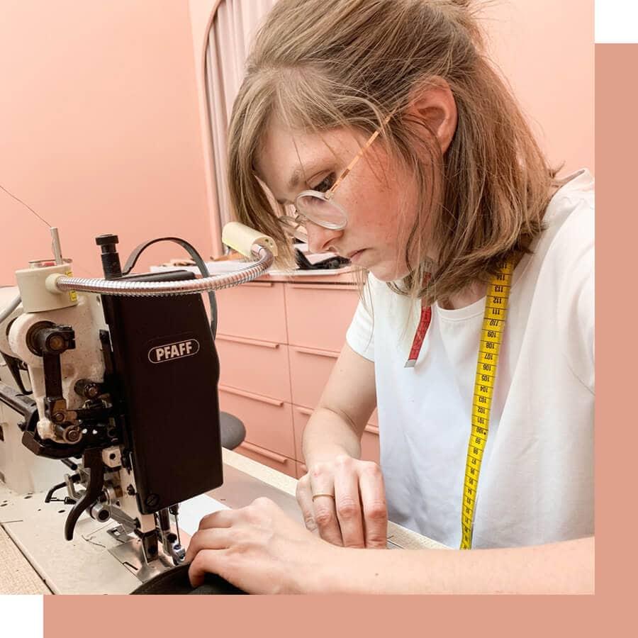 Franziska Klee produziert ihre Taschen und Accessoires on demand.