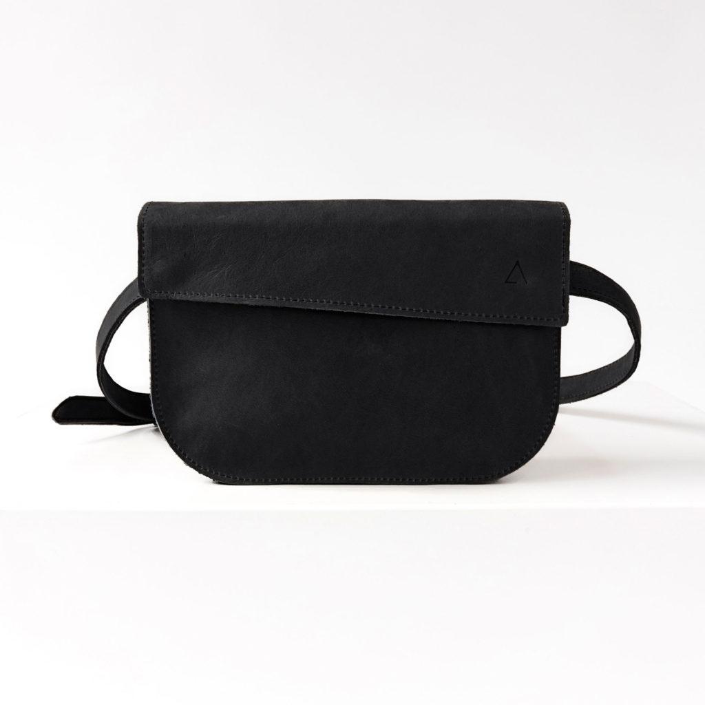 Crossbody Bag TEA in der Farbe Kohle.