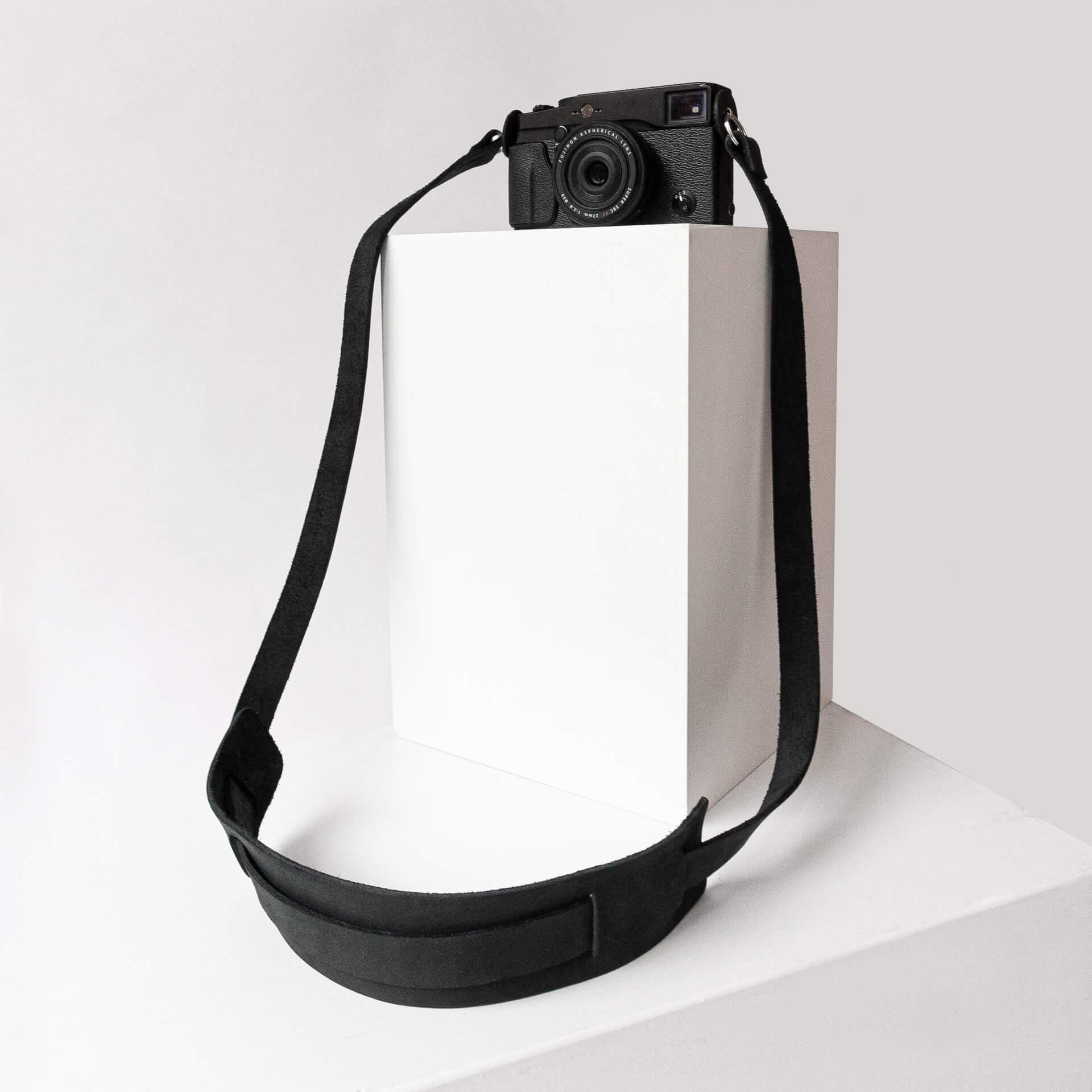Kameragurt HAN in der Farbe Kohle.