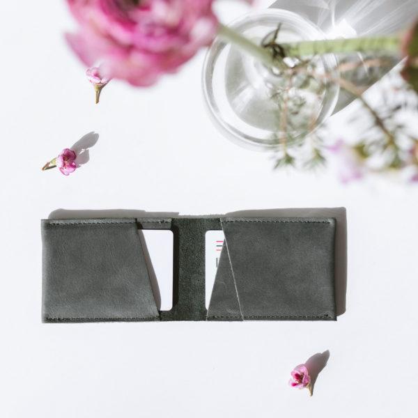 Portemonnaie OLI SMALL aus nachhaltigem Naturleder Innenansicht mit Karten