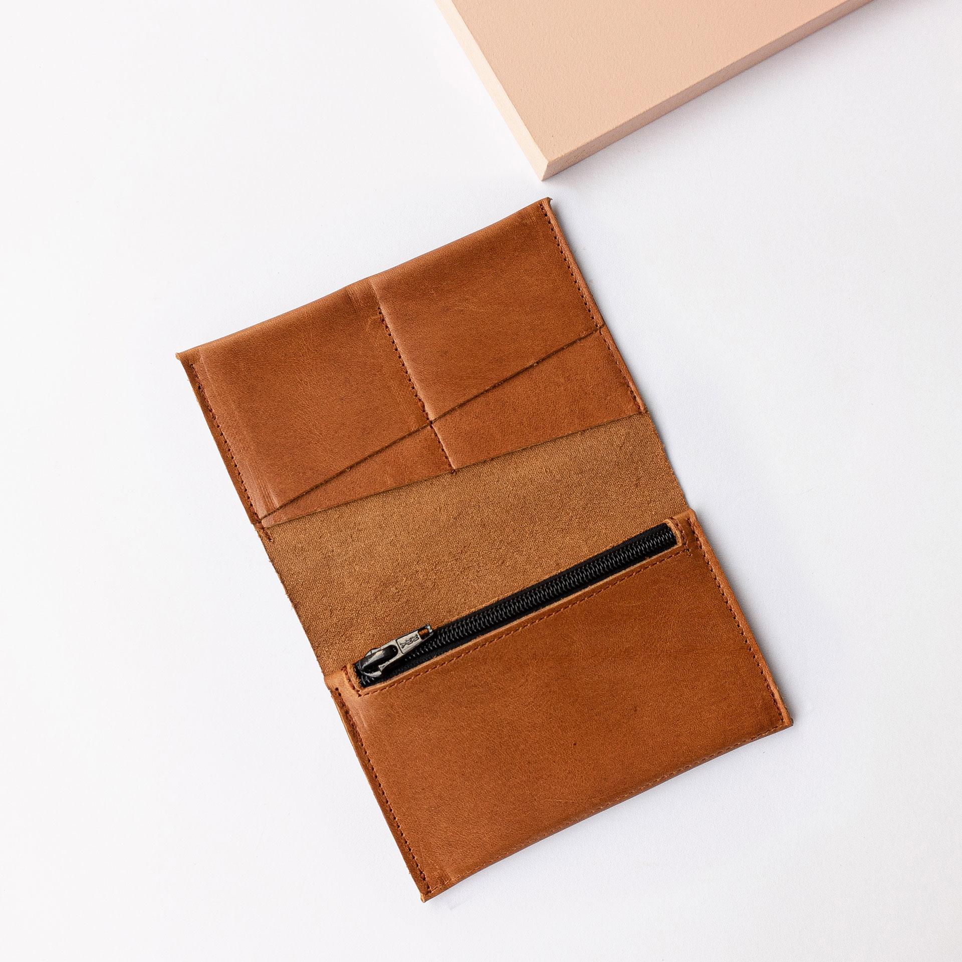 Brieftasche OLI LARGE von innen in Cognac geölt mit Kartensteckfächern und Münzfach