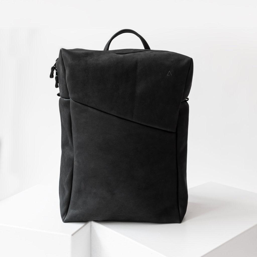 Rucksack NEO Large aus nachhaltigem Naturleder in Kohle mit extra weiter Öffnung