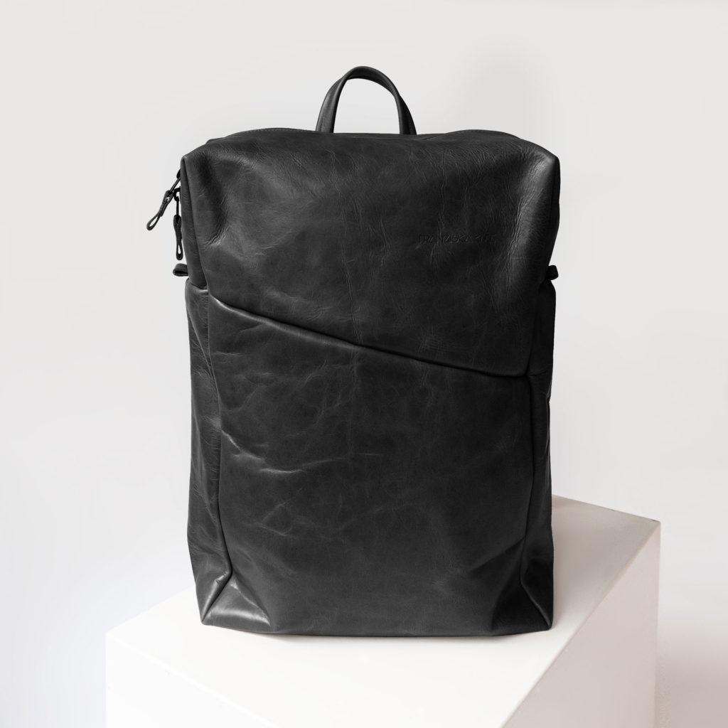 Rucksack NEO Large aus nachhaltigem Naturleder in Schwarz geölt mit extra weiter Öffnung