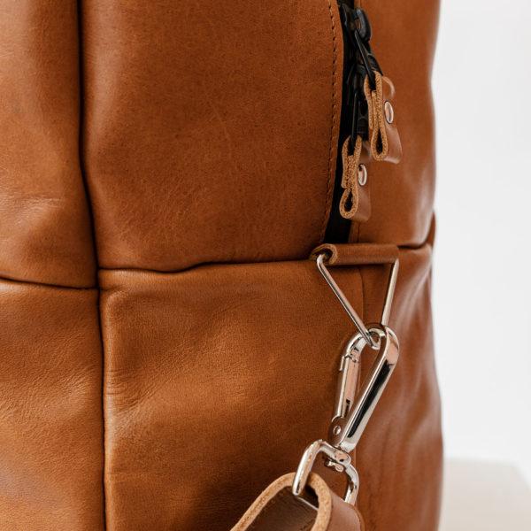 Detailansicht Weekender Reisetasche RIO aus cognacfarbenem geölten Naturleder
