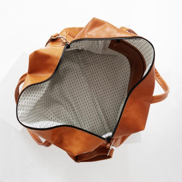 Ansicht von oben Weekender Reisetasche RIO mit Henkeln und Schultergurt aus cognacfarbenem geölten Naturleder