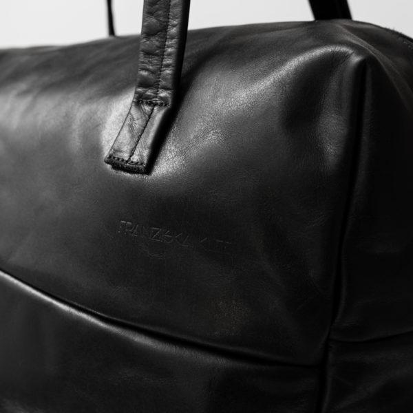 Detailansicht Weekender Reisetasche RIO aus schwarzem geölten Naturleder