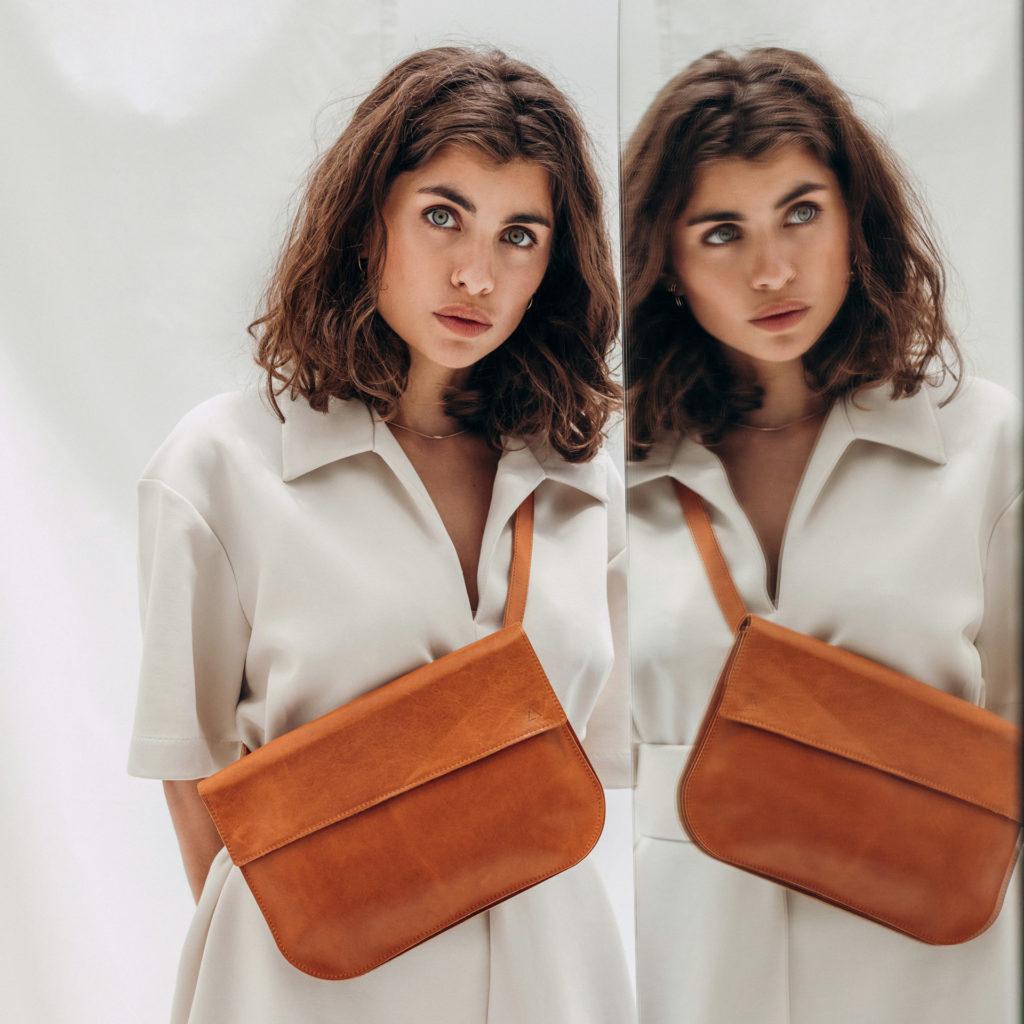 Crossbody Bag Tea Large aus nachhaltigem Naturleder in cognac geölt