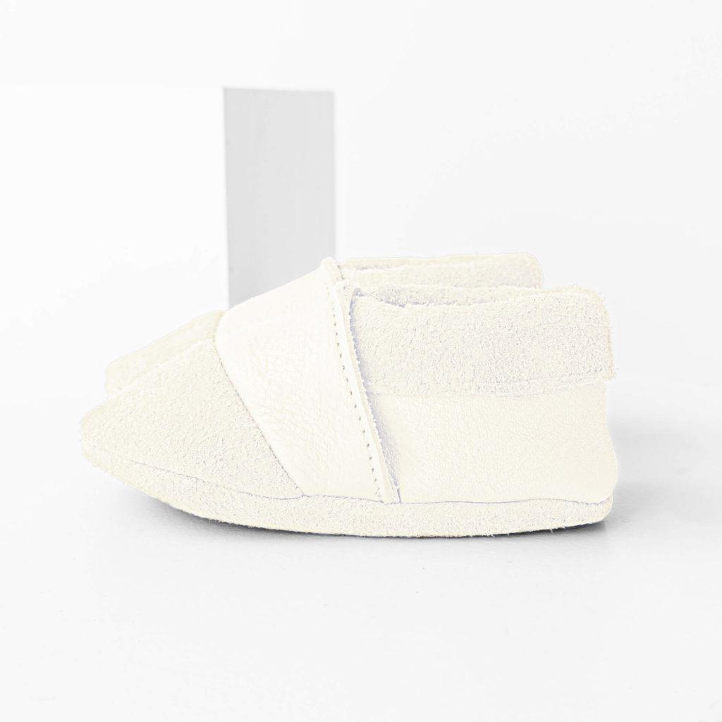 Seitenansicht der Lauflernschuhe MOQ aus nachhaltigem Naturleder in Creme