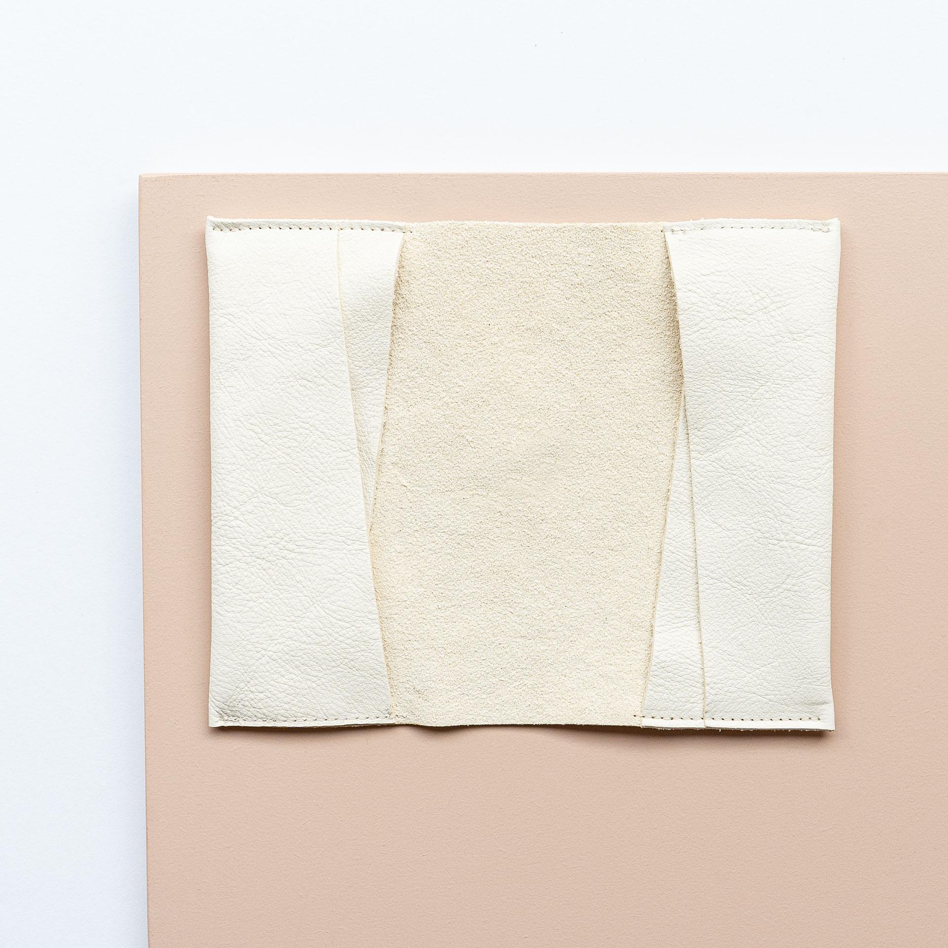 Mutter-Kind-Pass-Huelle-Oesterreich-Naturleder-Franziska-Klee-creme-aufgeklappt
