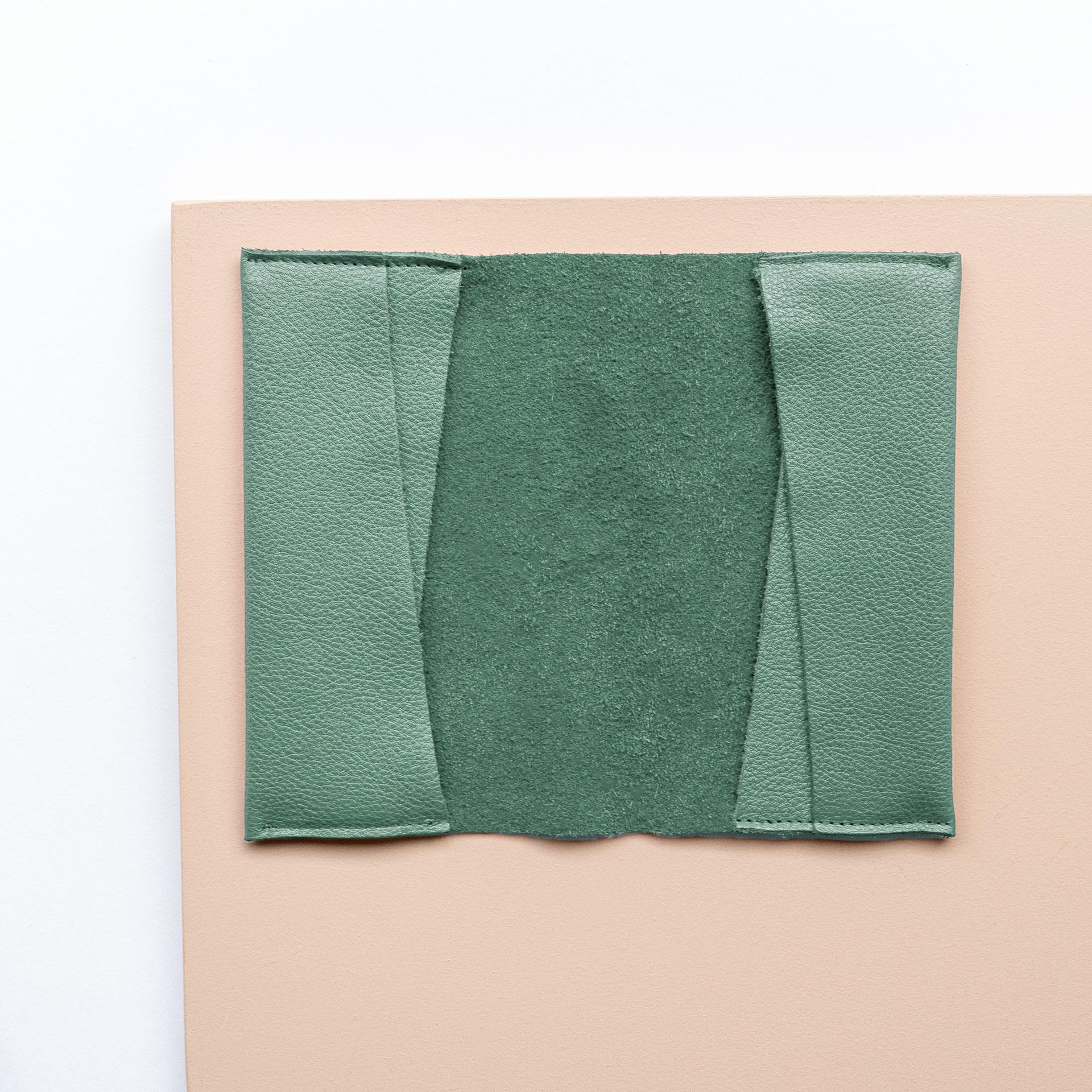 Mutter-Kind-Pass-Huelle-Oesterreich-Naturleder-Franziska-Klee-mint-aufgeklappt