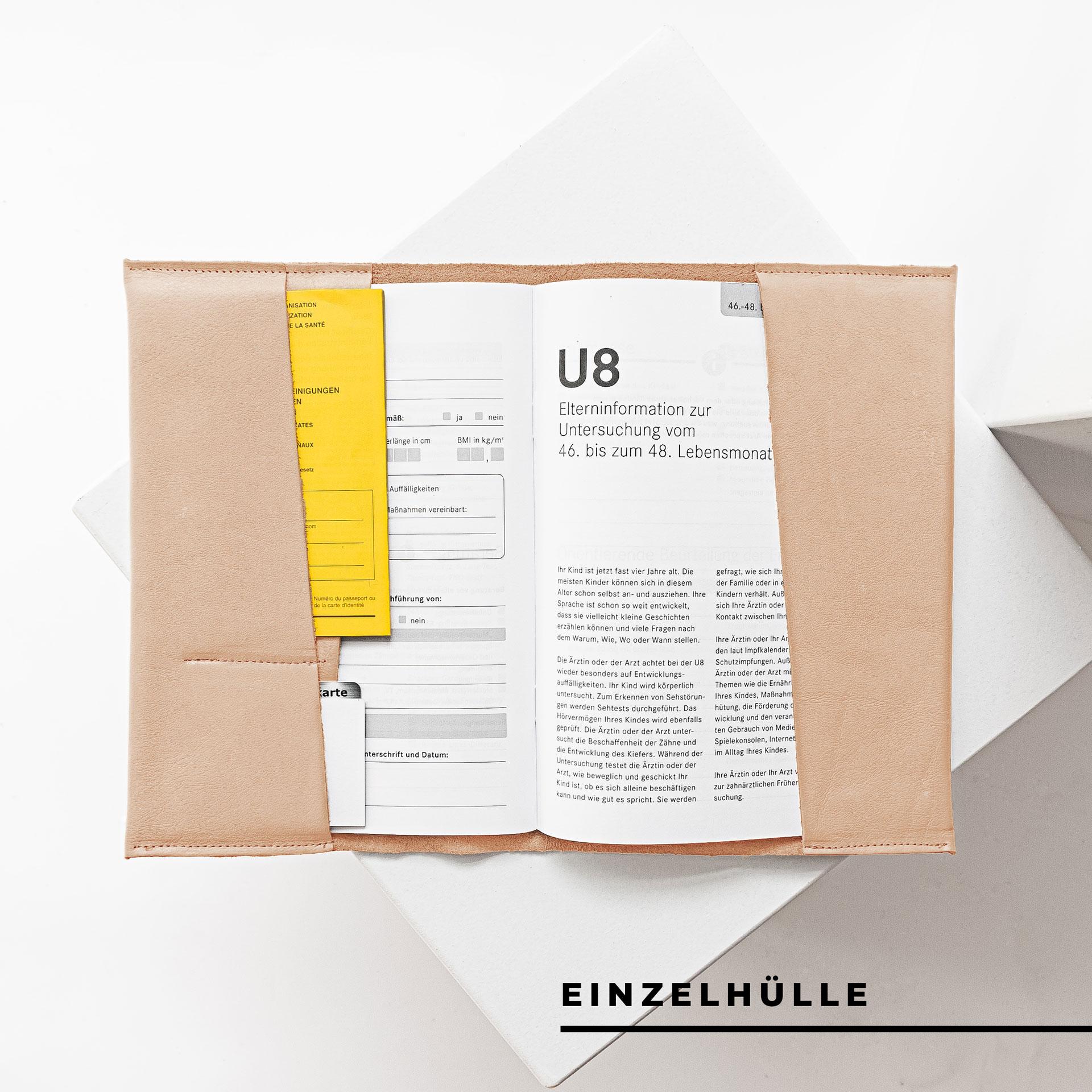 Innenansicht der U-Hefthülle EVE als Einzelhülle in Beige mit U-Heft, Impfpass und Versicherungskarte