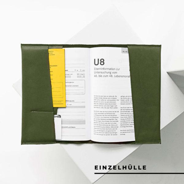 Innenansicht der U-Hefthülle EVE als Einzelhülle aus nachhaltigem Naturleder in Oliv mit U-Heft, Impfpass und Versichertenkarte